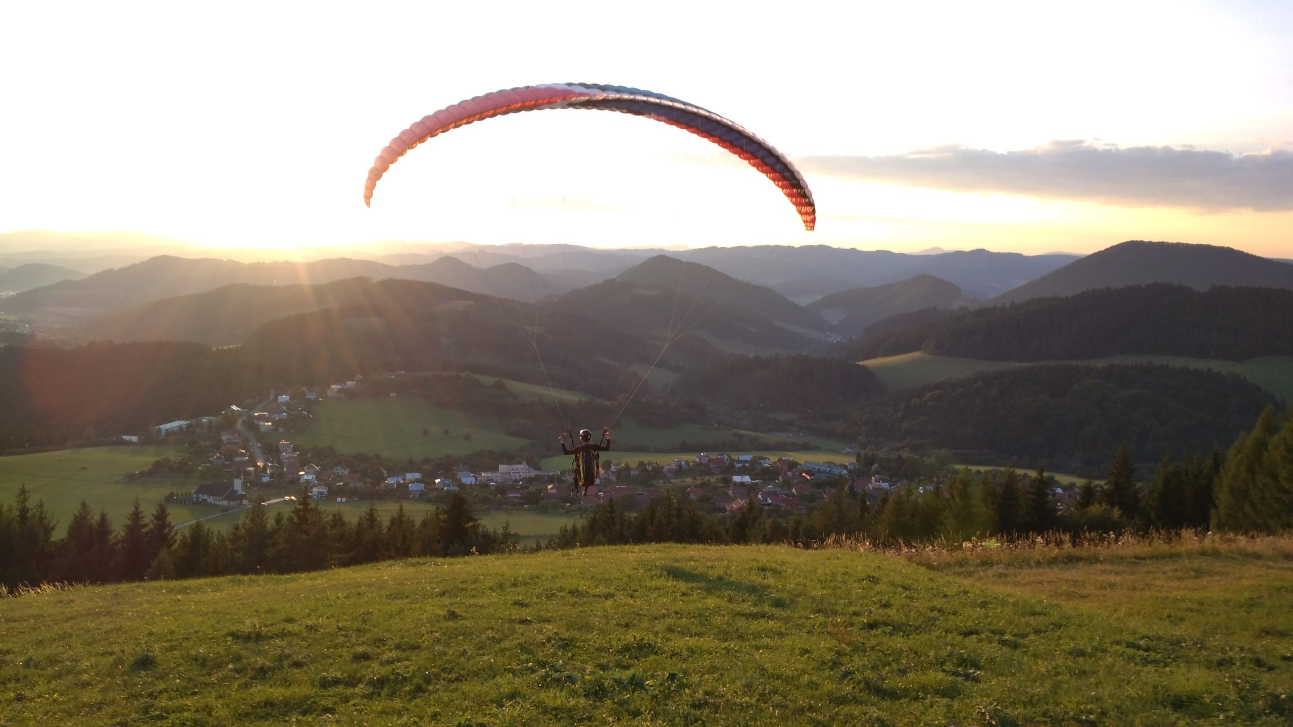 Paragliding course by Huw Humphreys's eyes – Flying the Nest