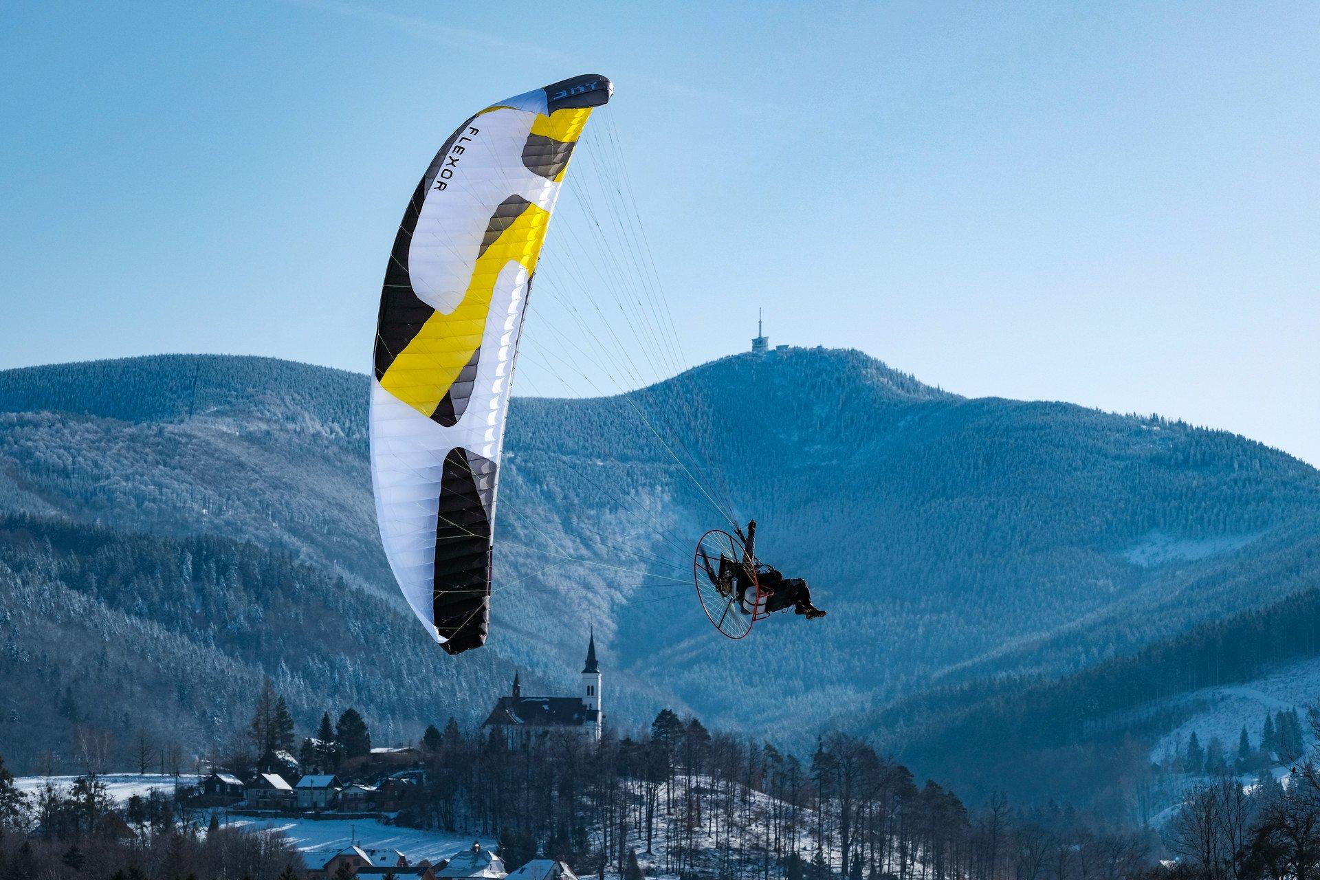 Kurzy motorového paraglidingu
